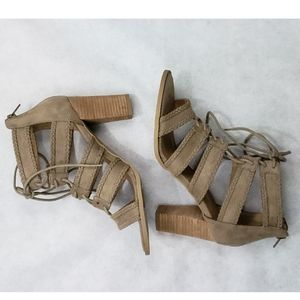 NWOB Report Roana Size 8.5 Lace Up Sandals Taupe